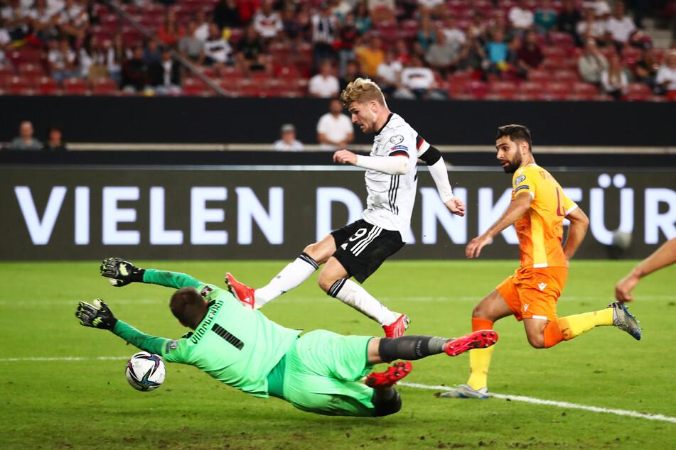 Der vierte Streich: Timo Werner (M.) drückt in seiner Heimat noch vor der Pause zum 4:0 für Deutschland ein.