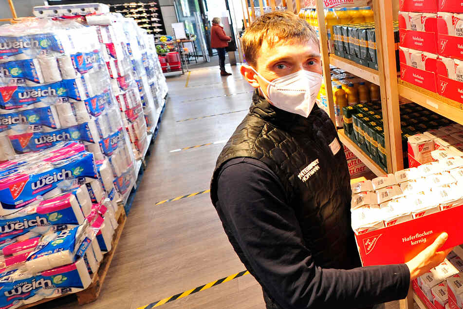 Clevere Idee, um wieder öffnen zu können: Plauener Intersport verkauft jetzt auch Nudeln und Chips