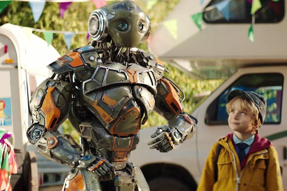 """Der Familienfilm """"Robo"""" handelt von einem Roboter und dem Jungen Mitya, die zusammen viele Abenteuer erleben."""