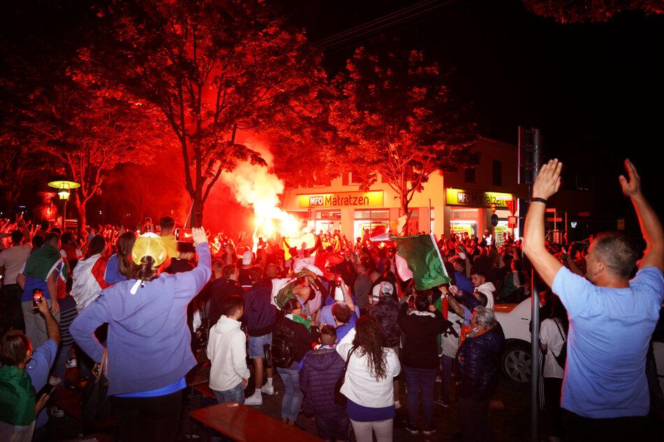 Italienische Fans machten in Fellbach nach dem glorreichen EM-Triumph die Nacht zum Tag. Vereinzelt wurde Pyrotechnik gezündet.