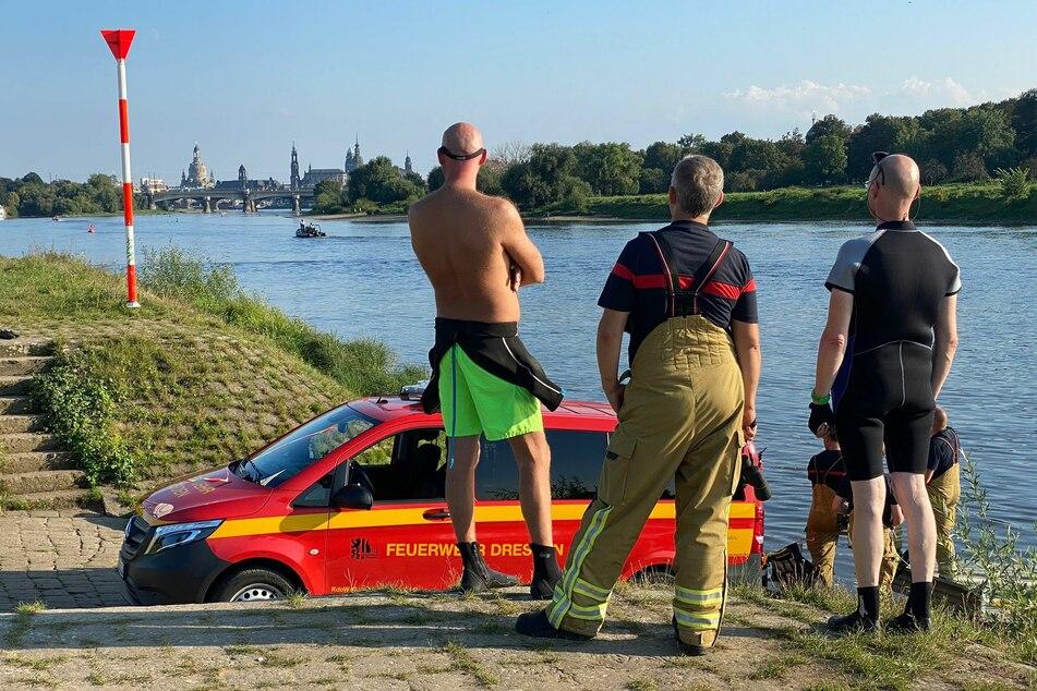 Am Dienstag kam es zu einem Großaufgebot an der Elbe in Dresden.