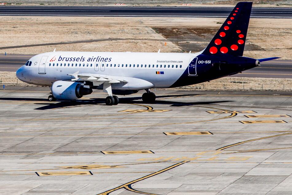 Brüssel: Ein Flugzeug der Luftlinie Brussels Airlines steht auf dem Flughafen.