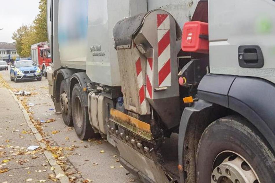 Schrecklicher Unfall: Müllwagen-Fahrer übersieht Fußgängerin