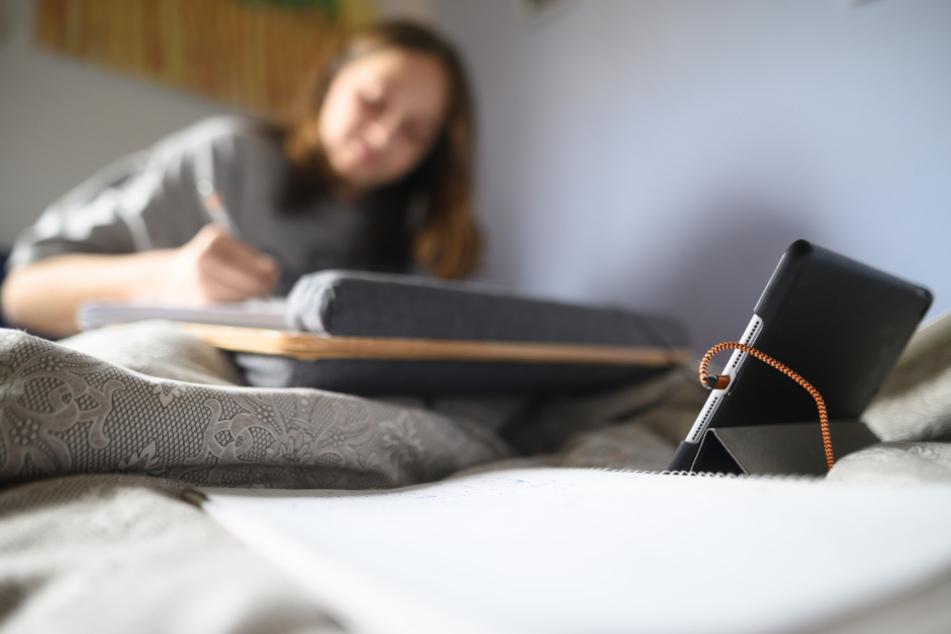 Auch bei allen digitalen Möglichkeiten fehle Lehrern und Schülern der persönliche Kontakt (Symbolfoto).
