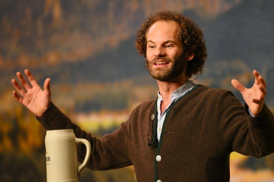 Kabarettist Maximilian Schafroth (36) hält seine Fastenpredigt am Freitag im leeren Festsaal. (Archiv)