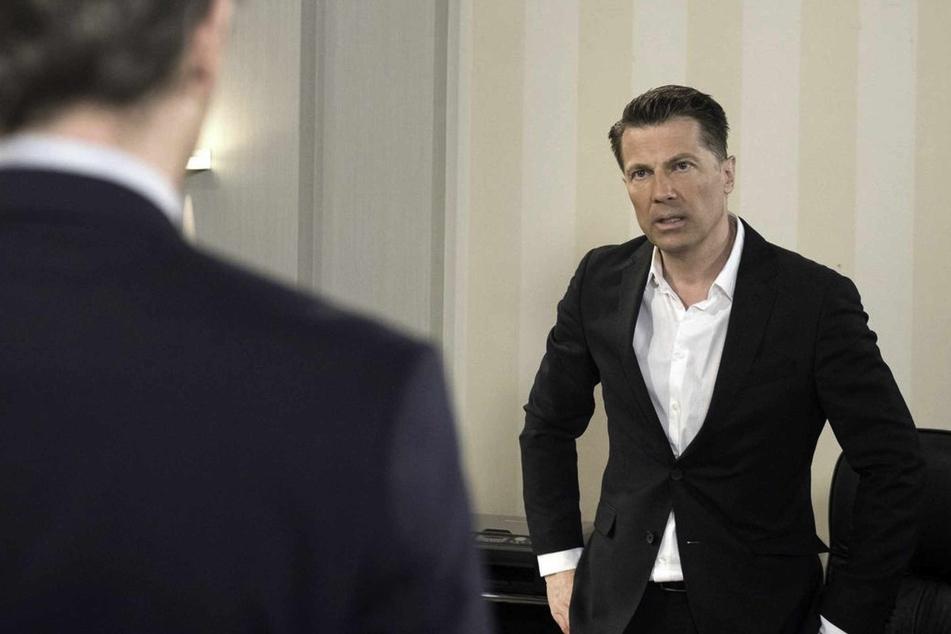 Gregor sieht rot, als Paul sich bei einer Geschäftsverhandlung auf Tatjanas Seite stellt.