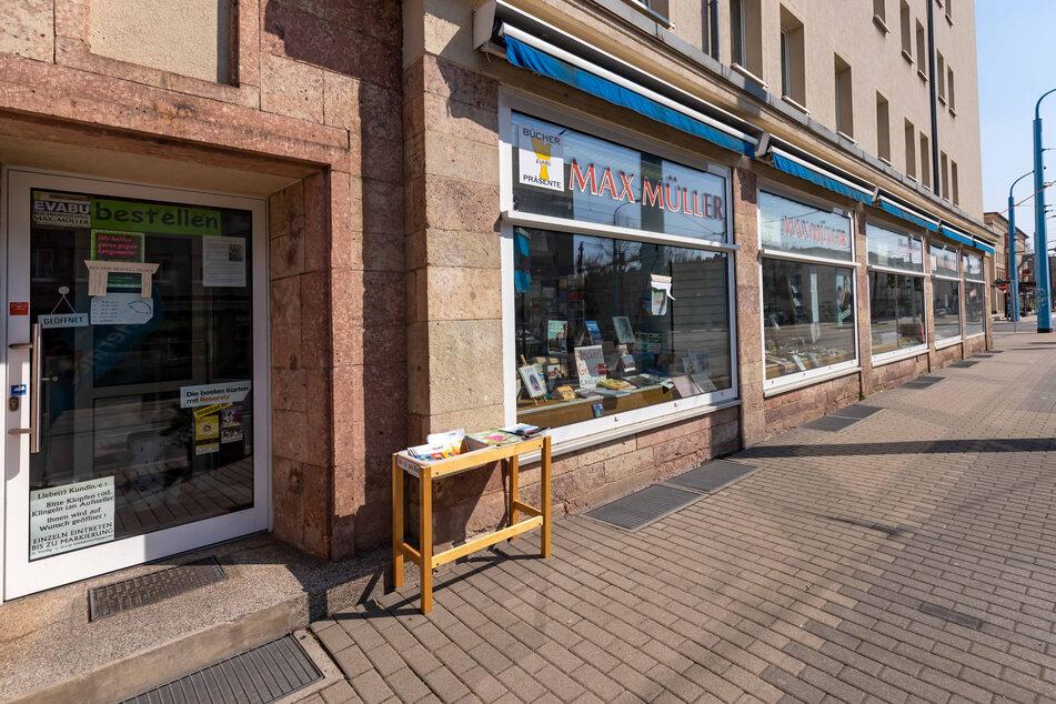 """Die Buchhandlung """"Max Müller"""" in der Reitbahnstraße 21 ist derzeit geschlossen, bietet aber einen Liefer- und Abholservice an."""