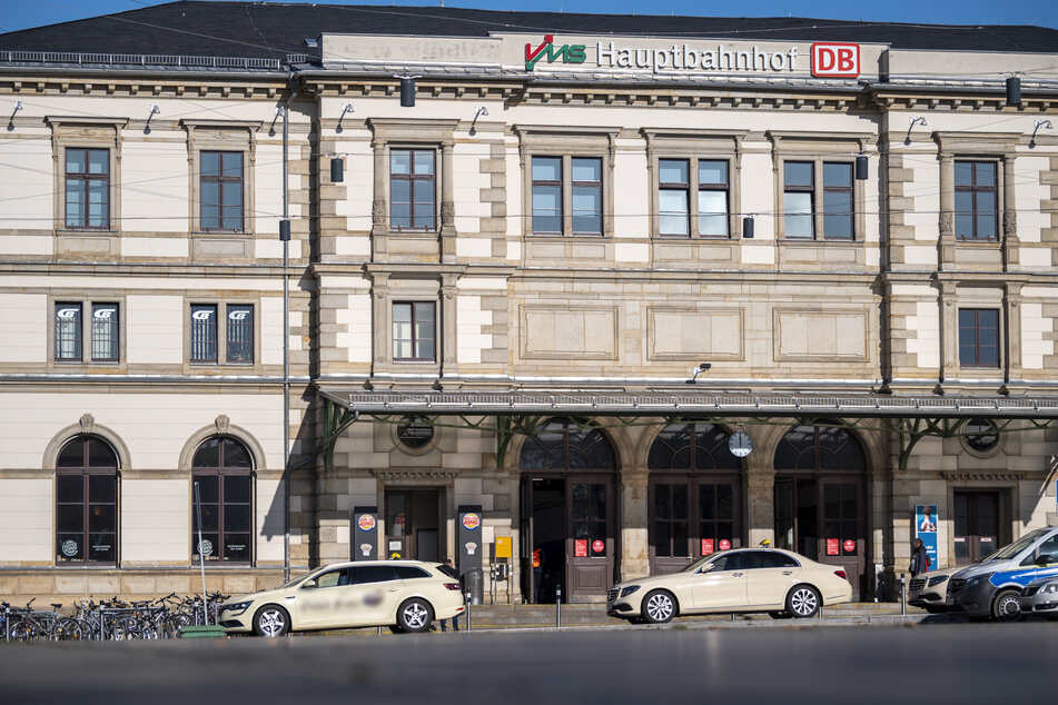 Hier geschah der Angriff auf den schwarzen Journalisten Marvin Oppong (39): Vor dem Chemnitzer Hauptbahnhof.