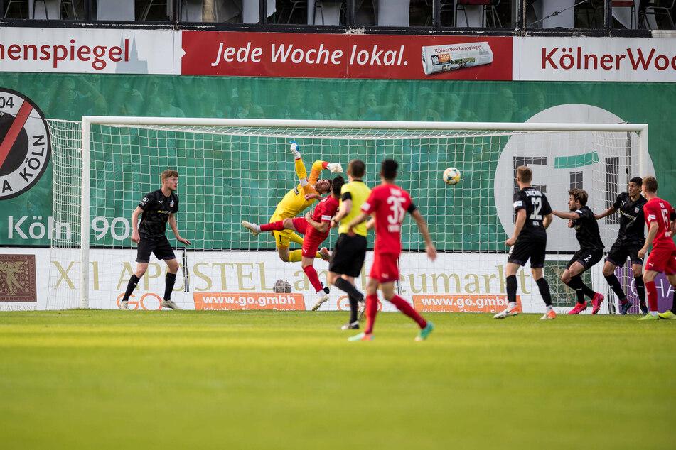 Bitter! In der zweiten Halbzeit fielen gleich drei Tore für den FC Viktoria Köln.