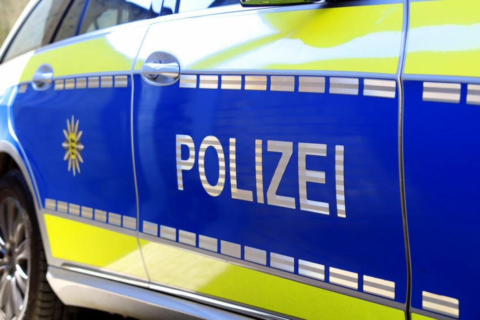 Die Polizei hat in Remscheid einen Mann gestellt, der nach einem Unfall einfach flüchten wollte. (Symbolbild)
