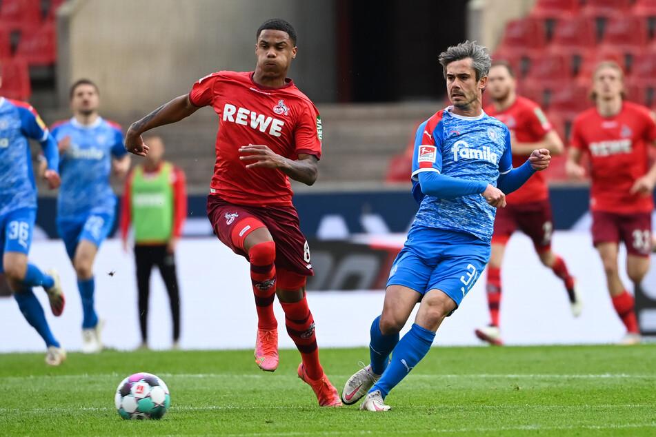 Auch beim spektakulären Spiel gegen Holstein Kiel kam Ismail Jakobs (21, links) zum Einsatz. Damals sicherten sich die Geißböcke den Platz in der 1. Bundesliga.