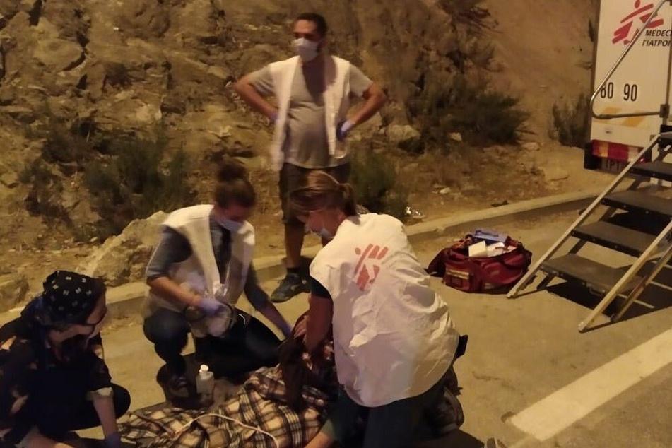 """Das griechische """"Ärzte ohne Grenzen""""-Team veröffentlichte ein Bild von ihrem Einsatz bei dem Brand in Vathy."""
