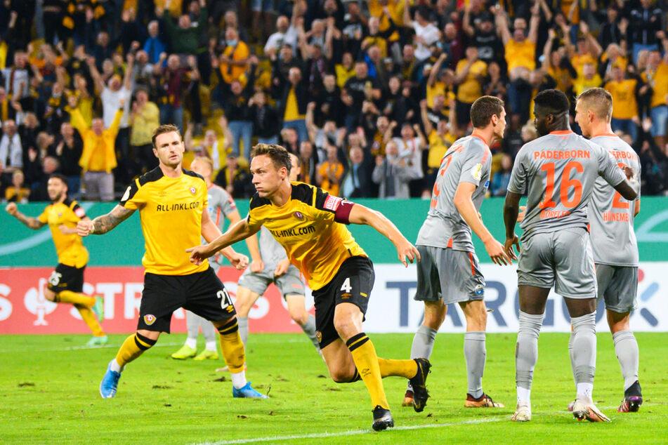 Tim Knipping (v.) dreht zum Jubeln ab und durfte auch am Ende feiern: Dynamo steht in der 2. Runde!