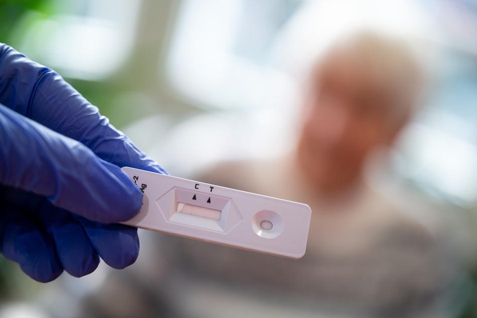 Die Zahlen der Neuinfektionen mit dem Coronavirus in Bayern sinken weiter.