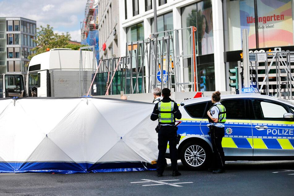 Die Polizei sperrte den Unfallbereich ab.