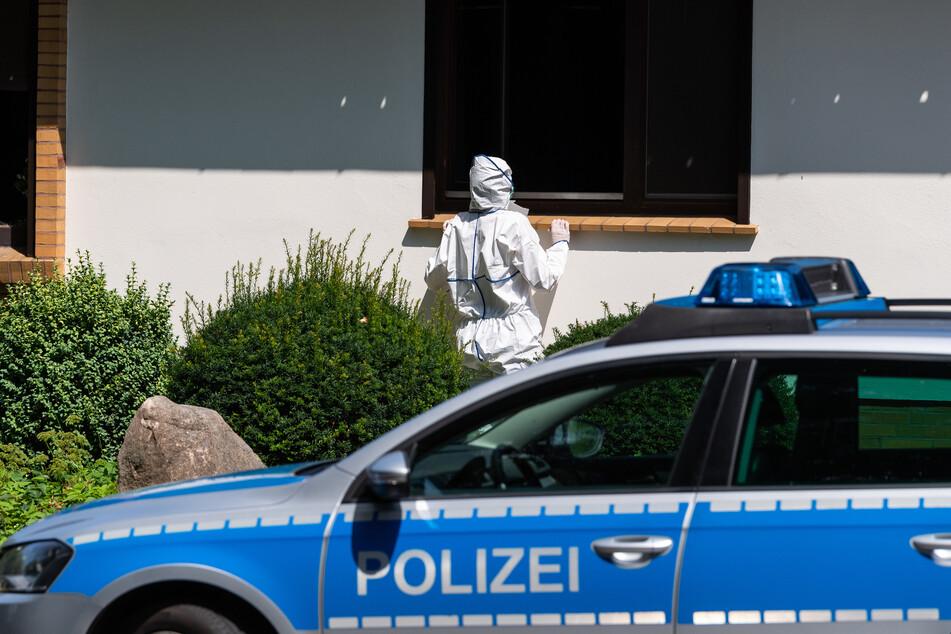 Zwei Leichen in brennendem Haus gefunden: Polizei nimmt Verdächtigen fest