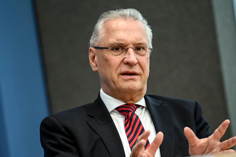 Bayerns Innenminister Joachim Herrmann (64) hat den betroffenen Gebieten schnelle Hilfen versprochen. (Archiv)