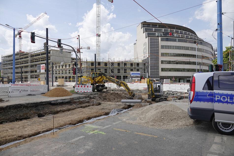 Auf einer Baustelle an der Brückenstraße wurde am Dienstag ein verdächtiger Gegenstand entdeckt.