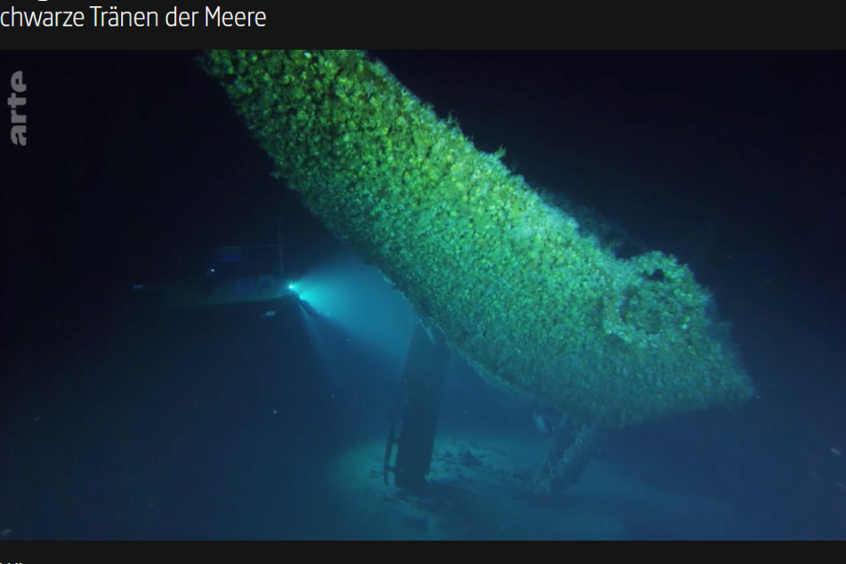 Eine bedrückende Doku bei ARTE zeigt, dass bald in allen Meeren die Ölpest durch uralte Kriegs-Wracks auftritt.