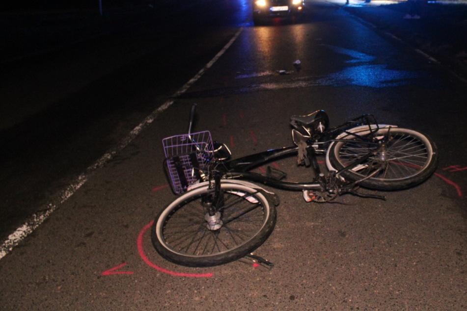 Klinik! Radfahrer (34) missachtet Verkehr und wird von Kombi erfasst