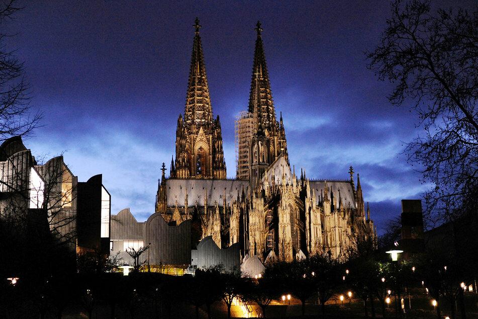 Köln: Ostern naht, Tausende Besucher täglich: So reagiert der Kölner Dom auf das Coronavirus