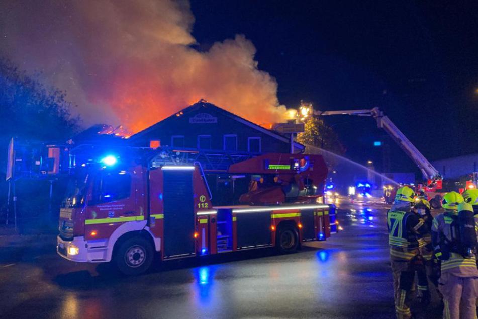 Das Hotel war mitten in der Nacht in Flammen aufgegangen.