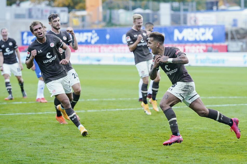 Die FC St. Pauli-Spieler wollen auch im Derby gegen Hamburger SV jubeln.