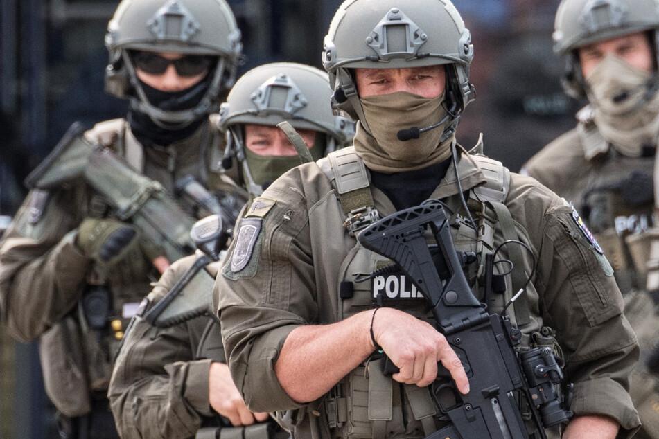 Beamte des Spezialeinsatzkommandos der Polizei Frankfurt während einer Übung – das Frankfurter SEK wurde wegen eines Skandals um rechtsextreme Chat-Gruppen aufgelöst.