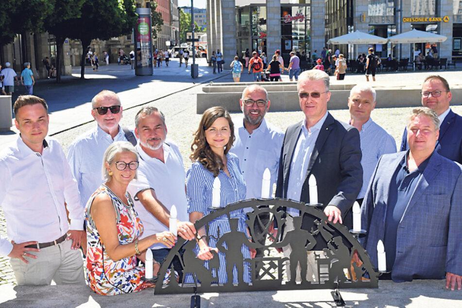 Robert Malorny (41, FDP, l.) und Vertreter von IHK, Dehoga, Tourismus- und Schaustellerverband wollen die Weihnachtsmärkte in Dresden verlängern.