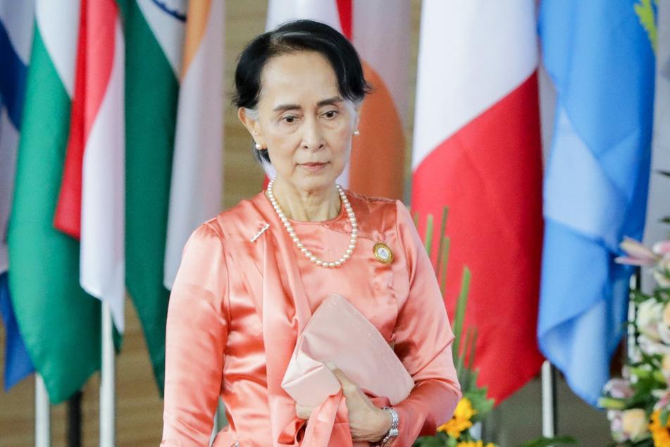 Aung San Suu Kyi (75), Myanmars Regierungs-Chefin und weitere ranghohe Politiker des Landes sind nach Angaben ihrer Partei vom Militär festgesetzt worden.
