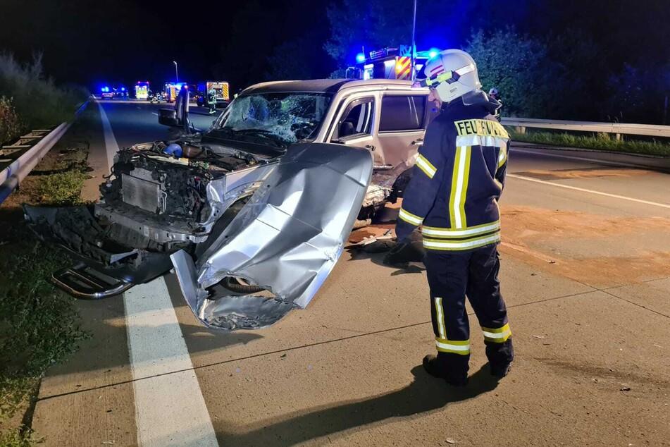 Ein SUV ist in der Nacht zu Montag auf der A9 in einen Sattelschlepper geknallt.