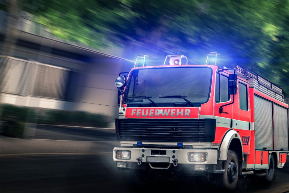 Die Feuerwehr rückte zu dem Alarm aus. (Symbolbild)