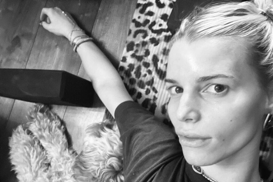 """""""Today my heart breaks"""": Jessica Simpson publishes painful excerpts from her diary"""