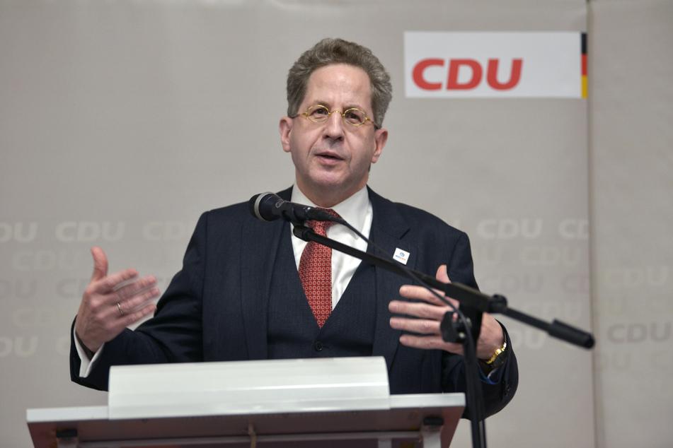 Hans-Georg Maaßen (58, CDU) bekam bei einer Wahlkampfveranstaltung in Crock in Südthüringen Besuch von einem ungebetenen Gast.