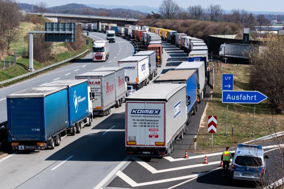 """Kampf dem Stau: Das Projekt """"Intelligente Autobahn"""" soll sich durch ultraschnellen Datenaustausch positiv auf das Stauaufkommen auswirken."""