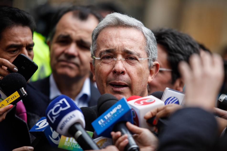Alvaro Uribe, Ex-Präsident von Kolumbien, spricht vor Journalisten. (Archivbild)