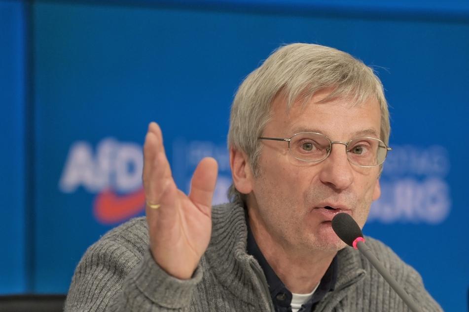 Der AfD-Fraktionsvorsitzende Christoph Berndt vergleicht mehrere regierende Parteien mit der SED.