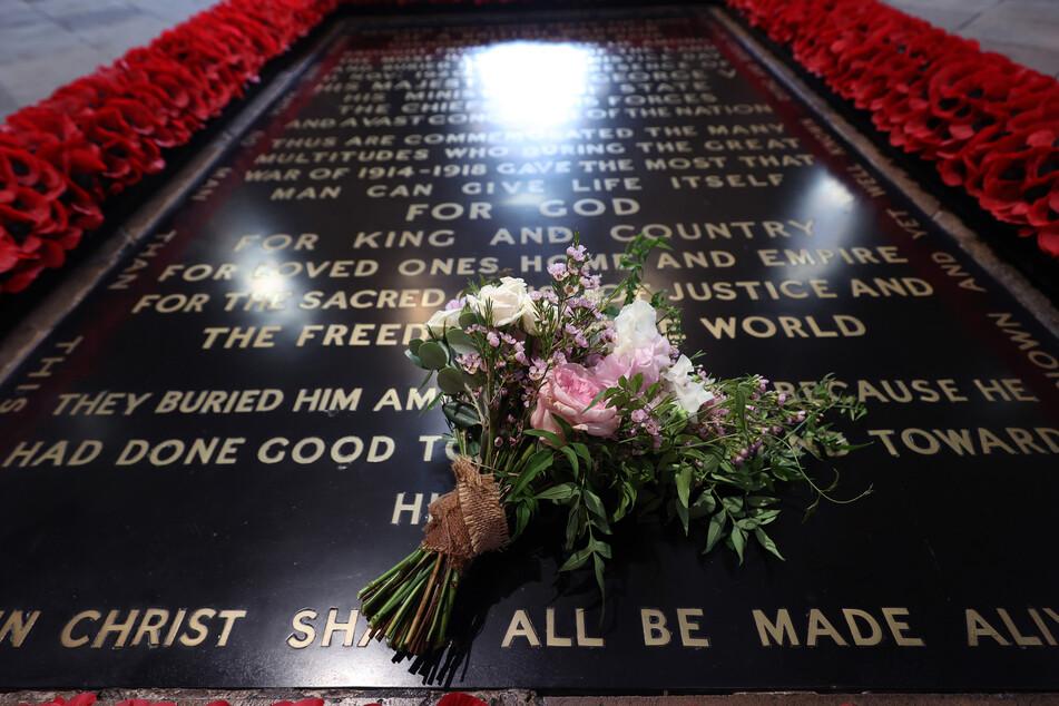 Der Brautstrauß von Prinzessin Beatrice von York liegt gemäß einer Tradition auf dem Grab des Unbekannten Soldaten in der Westminsterabtei.
