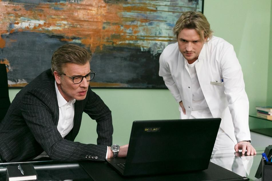 Christoph und Finn können nicht glauben, was sie im Produktions-Protokoll der Parkinson-Medikamente entdecken.