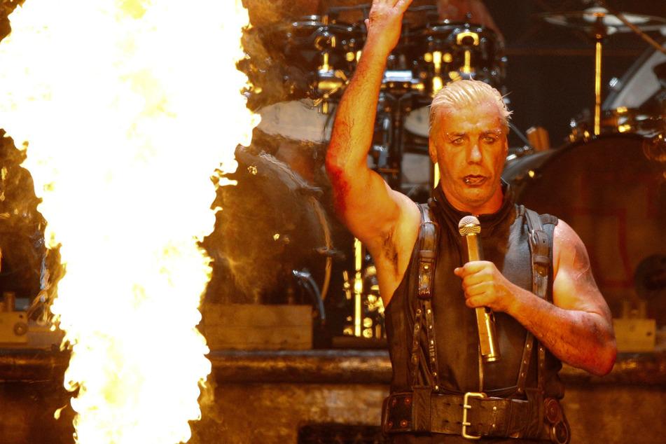 Till Lindemann, Sänger der Band Rammstein steht beim Wacken Open-Air Festival (WOA) im Sommer 2013 auf der Bühne.