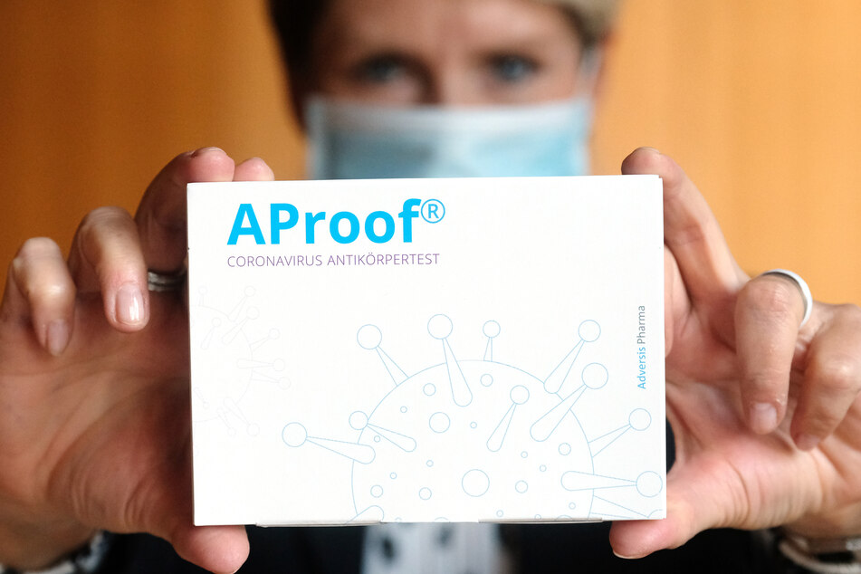 """Der Coronavirus-Antikörpertest """"AProof"""" darf ab sofort in Sachsens Apotheken verkaufet werden."""