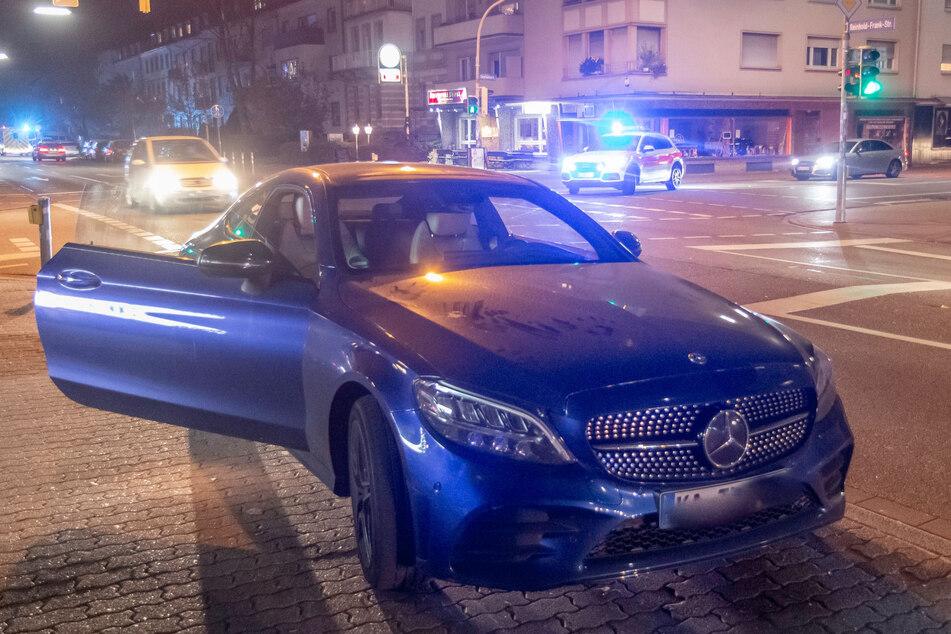 Frau wird von Mercedes erfasst, jetzt kämpft sie um ihr Leben