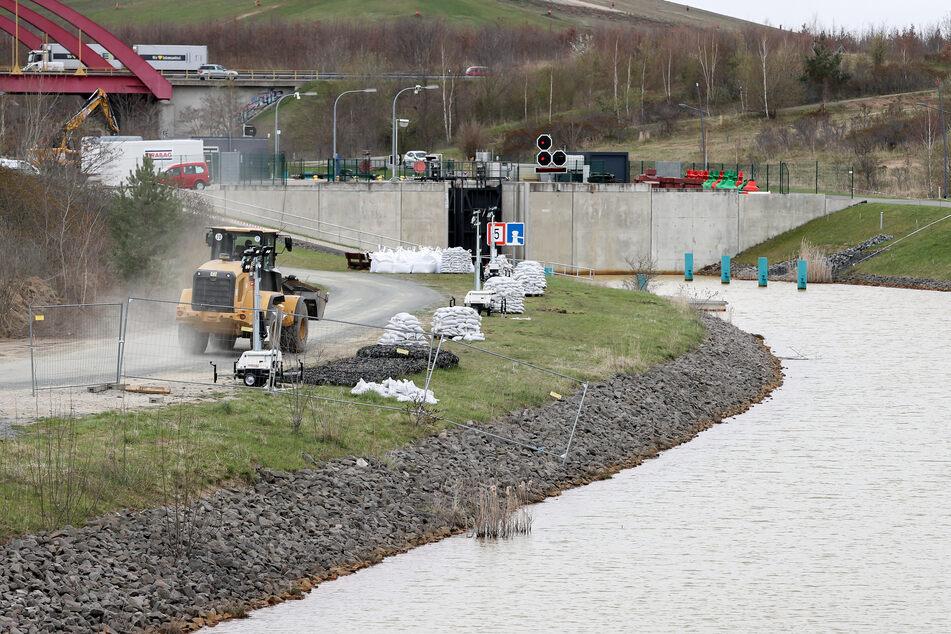 Die Bauarbeiten am Kanal liegen absolut im Zeitplan.