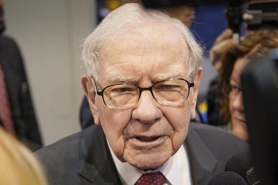 Warren Buffett, Chairman und CEO von Berkshire Hathaway, spricht mit Journalisten. (Archivbild)