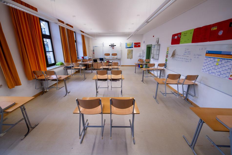 Ab einer Inzidenz von 200 könnte es laut dem Entwurf eine Schließung von Schulen und Kitas geben.