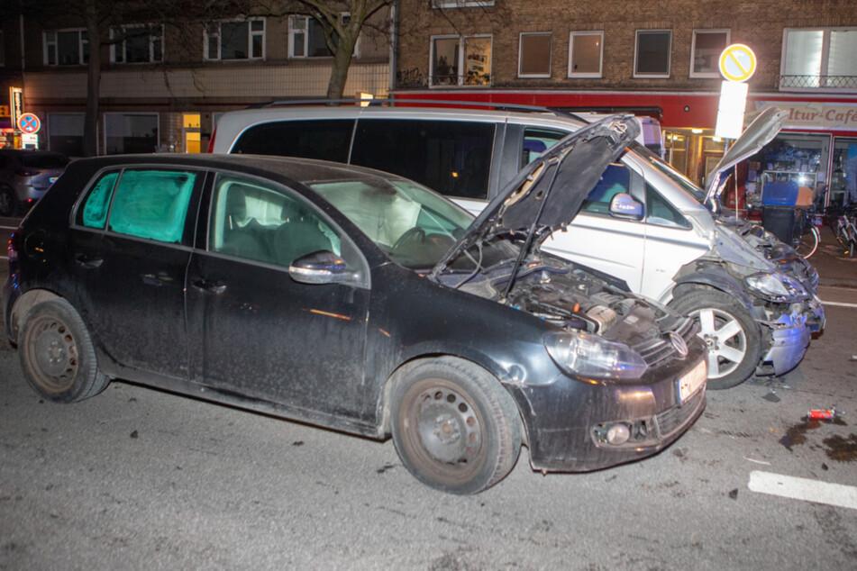 Drei Kinder und zwei Säuglinge bei Unfall in Hamburg verletzt