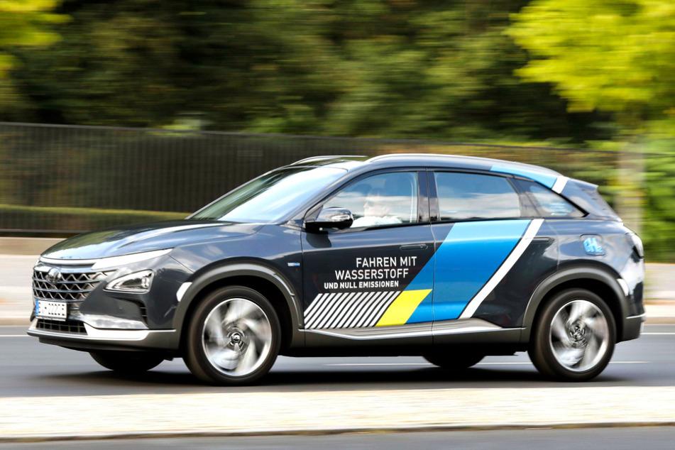 CO2-neutrale Brennstoffzellenfahrzeuge wie der Hyundai Nexo haben (noch) ein Problem: Wasserstofftankstellen sind rar. In Sachsen gibt es drei davon.