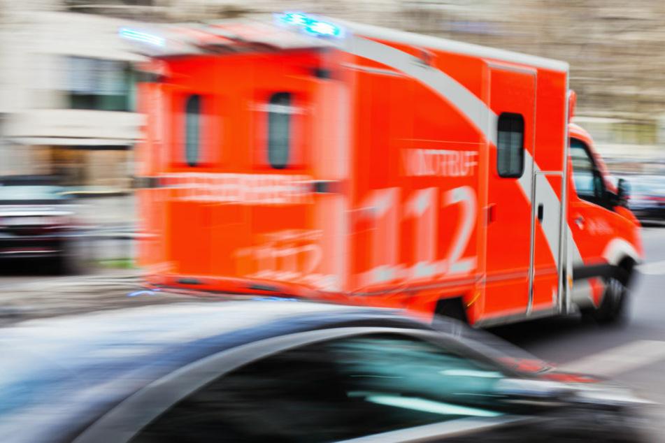 Lkw-Fahrer sichert brennenden Anhänger und bricht tot zusammen