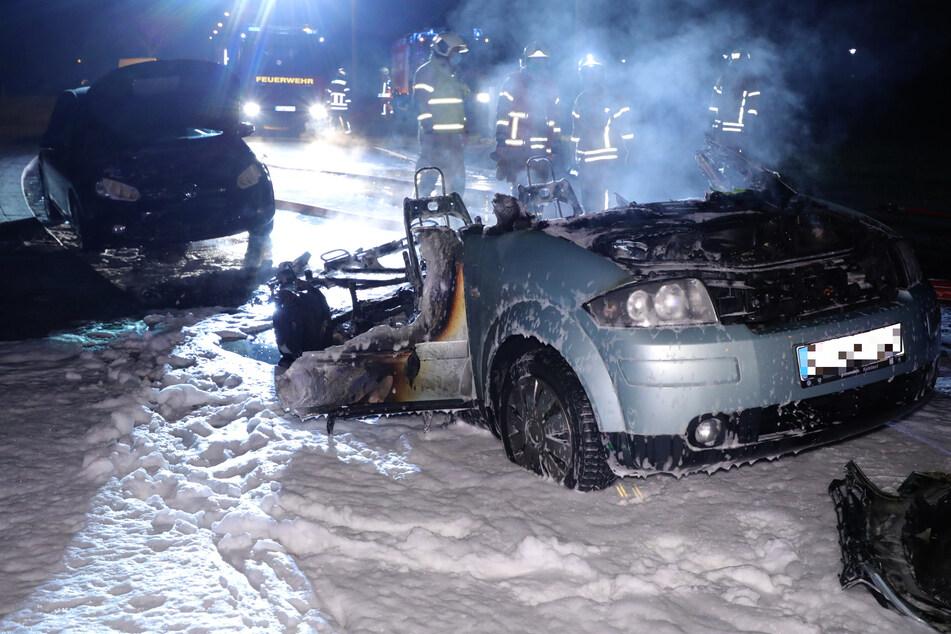 Flammen in Freital: Audi A2 brennt komplett aus