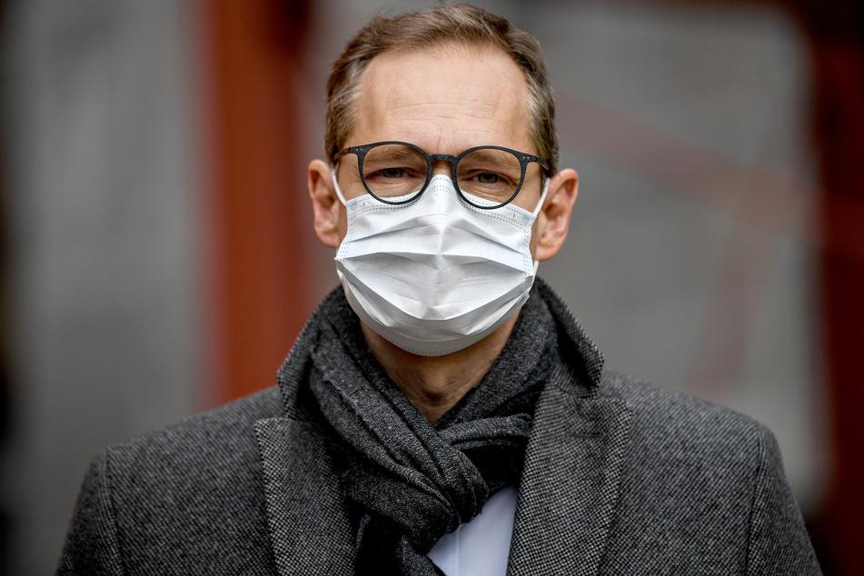 Berlins Regierender Bürgermeister Michael Müller (SPD) rief dazu auf, die Vorkehrungen weiter einzuhalten.